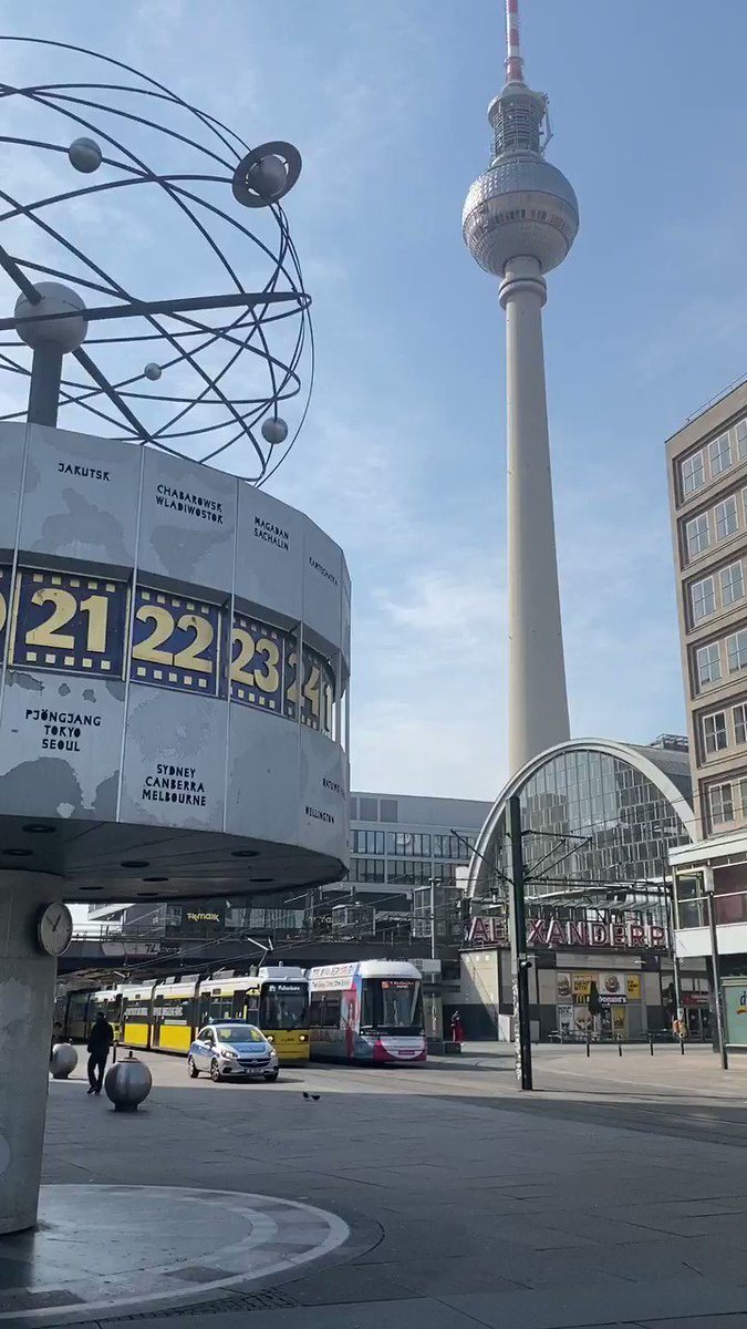 The World Time Clock in #Berlin's Alexanderplatz is almost as iconic as the TV Tower! Did you know that it depicts all 24 time zones on earth?  pic.twitter.com/4eFR80mZng