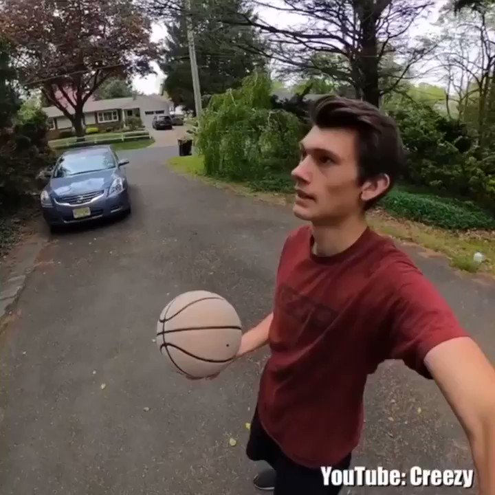 This 70-step trick shot just keeps getting better 🤯 (via creezy/YouTube)