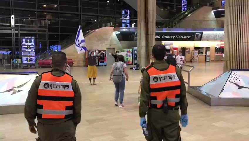 WATCH: New #Jewish immigrants to #Israel meet IDF soldiers for the first time. What a moment!  pic.twitter.com/rchF1J7avB