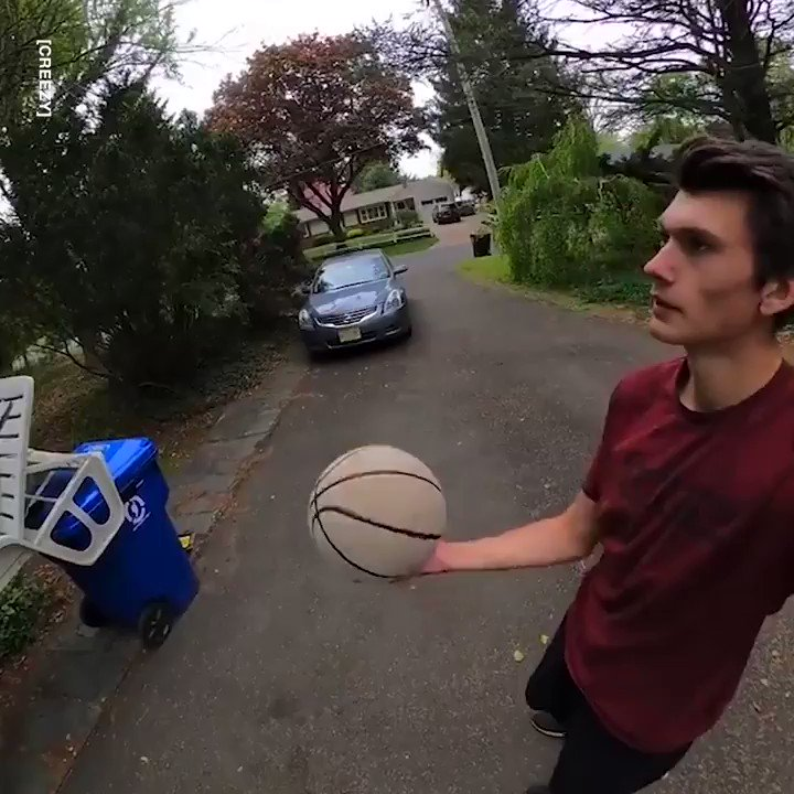 This 70-step trick shot just keeps getting better 😳😱 🎥: creezy