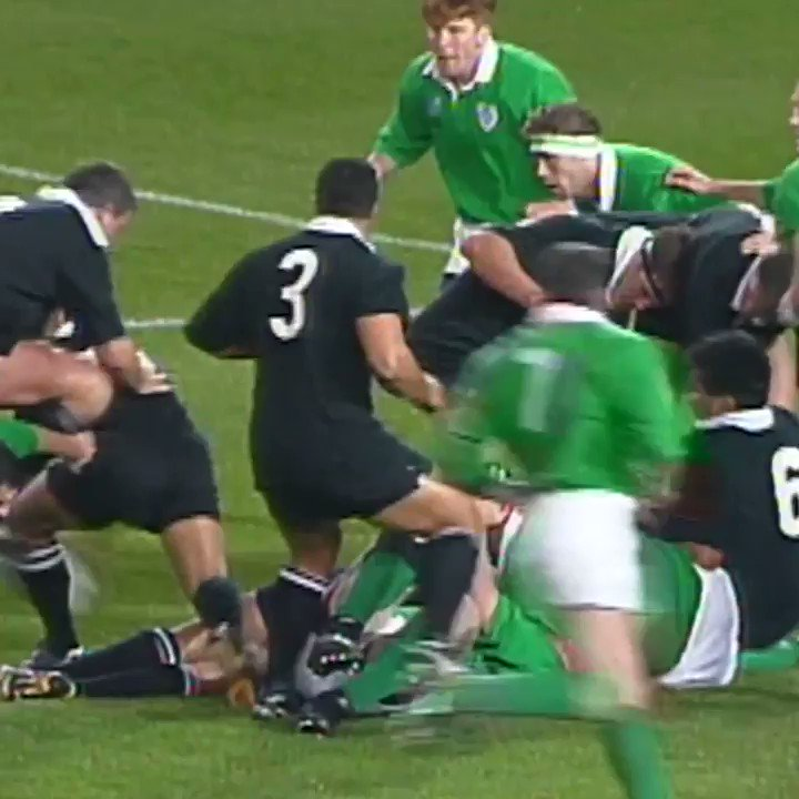 If you could choose one player you wouldnt want the ball to fall into the hands of, it would be him... 😅 ⏪ On this day 25 years ago, Jonah Lomu marked his RWC debut with this try against Ireland.