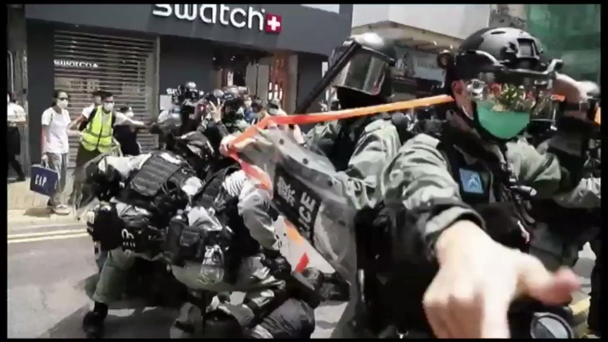 BBCニュース - 「香港の将来が心配」「そう簡単に諦めない」 中国の国家安全法導入に抗議