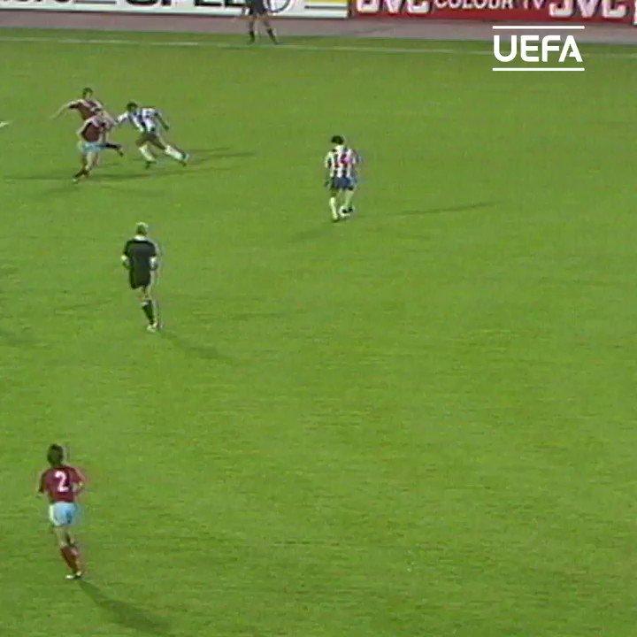 ⚽️ Rabah Madjer's improvised back-heel in 1987 final 😎 #UCL   @FCPorto