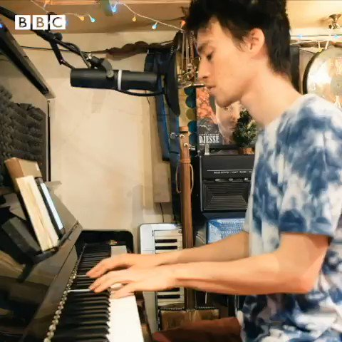 🎧 @jacobcollier performs Dont Know Why in his music room, at home in North London. 📺 Watch the session in full here: bbc.in/2X7T6xr #HomeSessions @BBCInTune