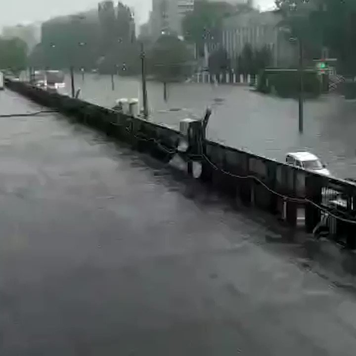 Heavy #rainfall causes flooding in #Odessa #Ukrainepic.twitter.com/fyU5MuhffN
