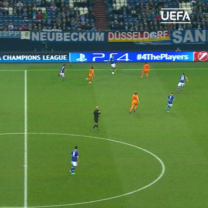 💙 Klaas-Jan Huntelaar golazo for Schalke!   #UCL | @s04_en
