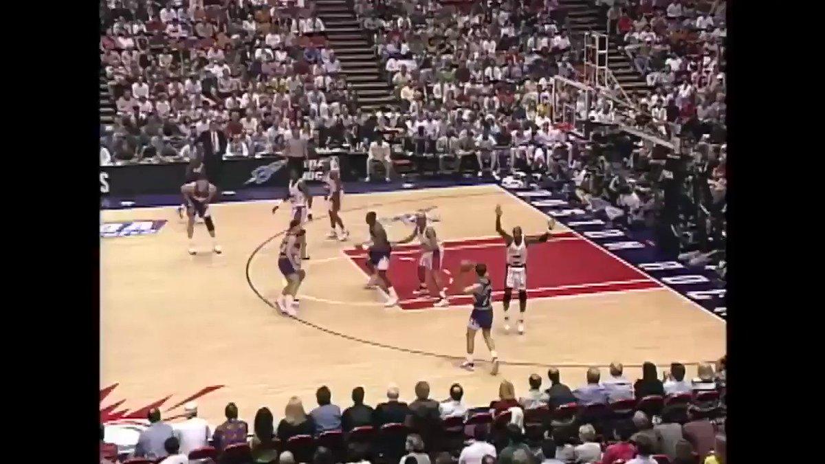 ⏱ #TissotBuzzerBeater per John Stockton e gli @utahJazz staccano il biglietto per le NBA Finals 1997!!  🎥 GAME HIGHLIGHTS!  #NBATogether | #NBATogetherLive https://t.co/BEHnMtqY7e