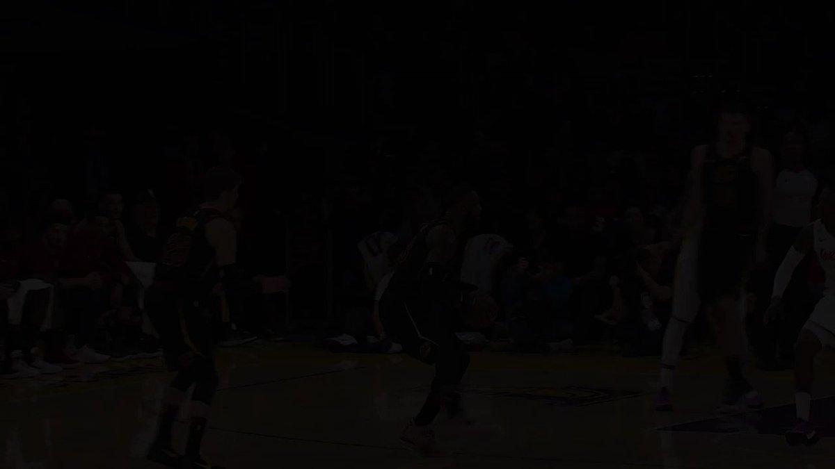 🔙 R E W I N D 🔙  🔥🏀 2017/18  🎭 BEST FAKES!  La mixtape des meilleures feintes de la saison 2017/18!  #BestOfNBA   #NBATogether https://t.co/TuVAYtqjVf