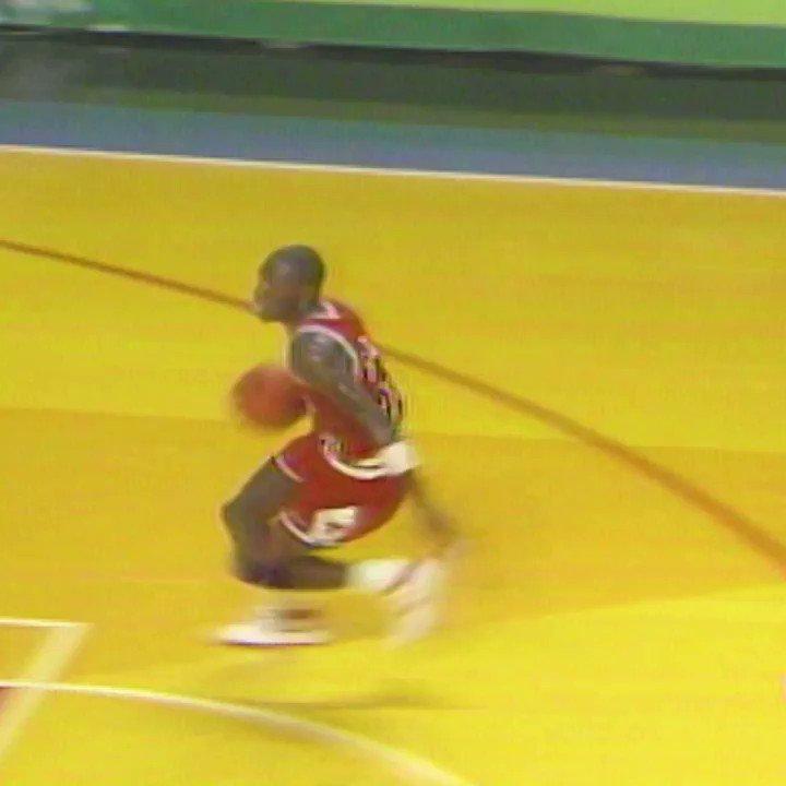 O começo de uma LENDA. Se liga na Parte 1 da #NBAMixtape de Michael Jordan! 💥  https://t.co/20muM3YXQh