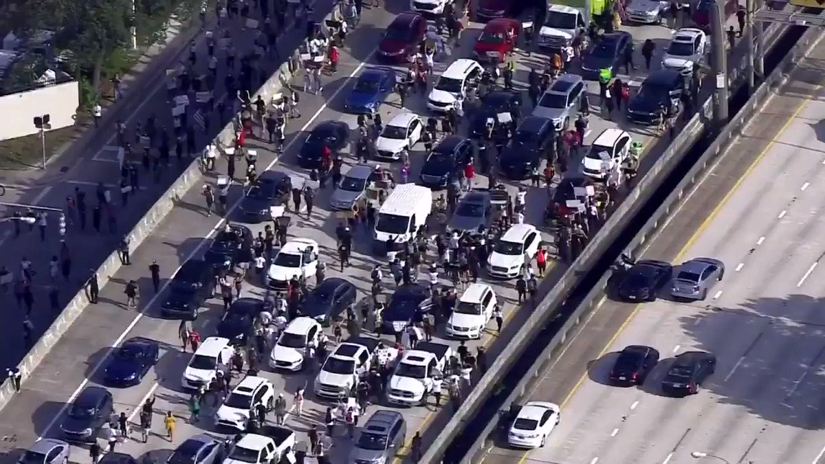 Protestors in Downtown Miami have continued to march onto I-95: