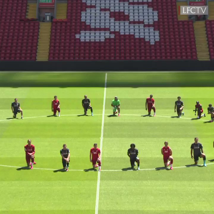 The entire squad knelt in Anfield's centre circle ahead of today's training session in a powerful show of support for the #BlackLivesMatter movement.  Unity is strength: https://t.co/2BN18U4jIY https://t.co/oVE5RgNMmh