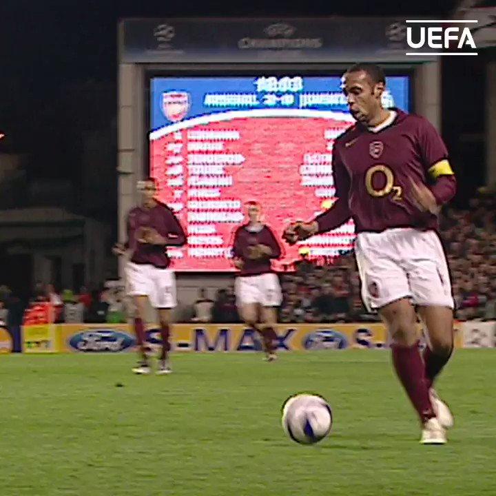 Defending masterclass by legendary centre-back & world champion Fabio Cannavaro 💪  #UCL | @fabiocannavaro https://t.co/zeQruWn31o