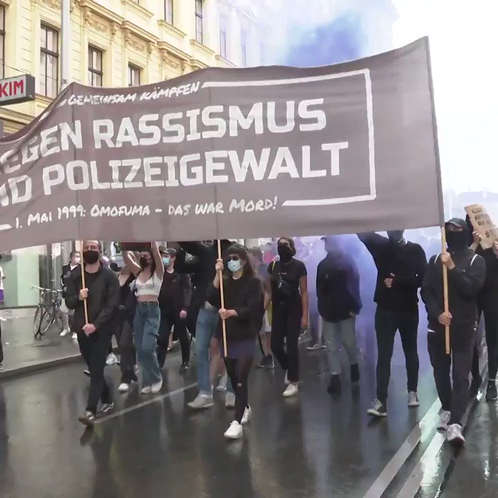 Thousands of people joined a '#BlackLivesMatter' demonstration in #Vienna on Thursday, as anti-racism protests continue in the #US and worldwide sparked by the death of #GeorgeFloyd at the hands of a police officer. #Austria pic.twitter.com/EI5MiDQvGE