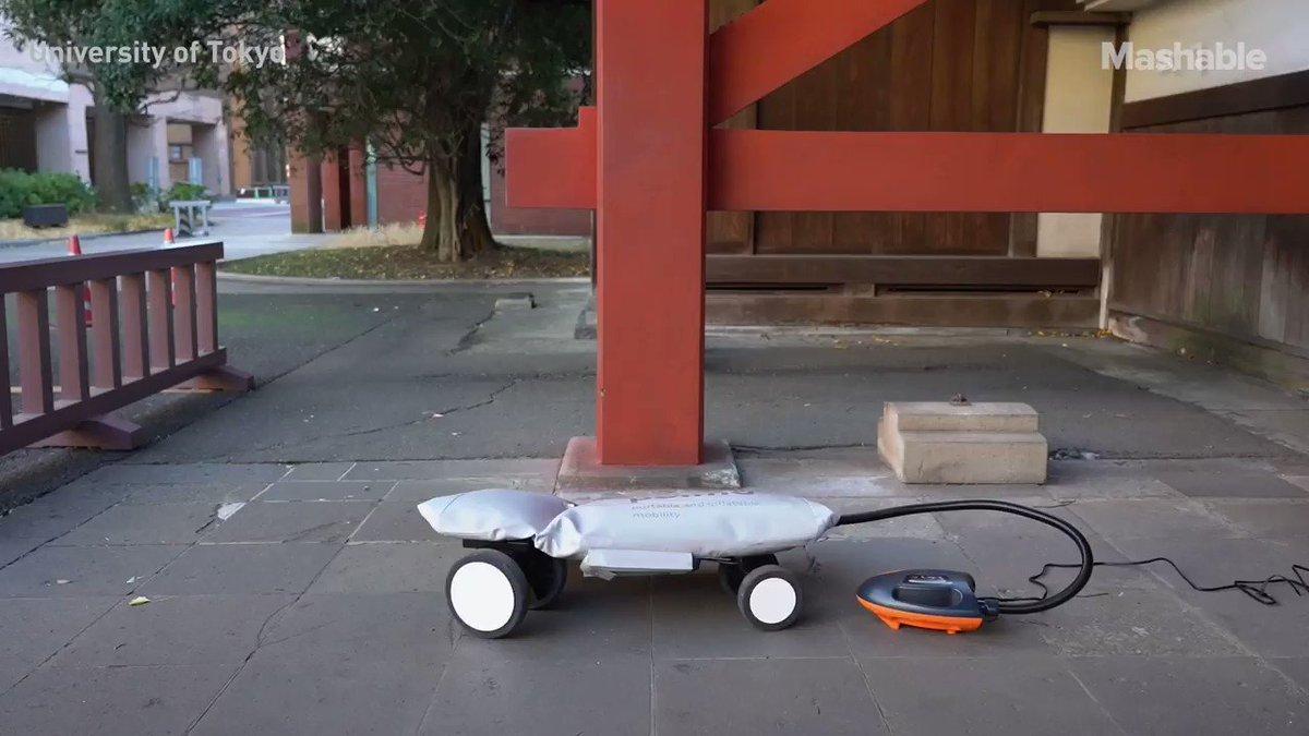 Şişme scooter muhteşem. Sadece birkaç kilo ve kolayca taşınabilir. Üstelik yumuşak malzemeden ve yayalar için güvenli.  Tokyo Üniversitesi tasarlamış.  #teknoloji #scooter #toimo