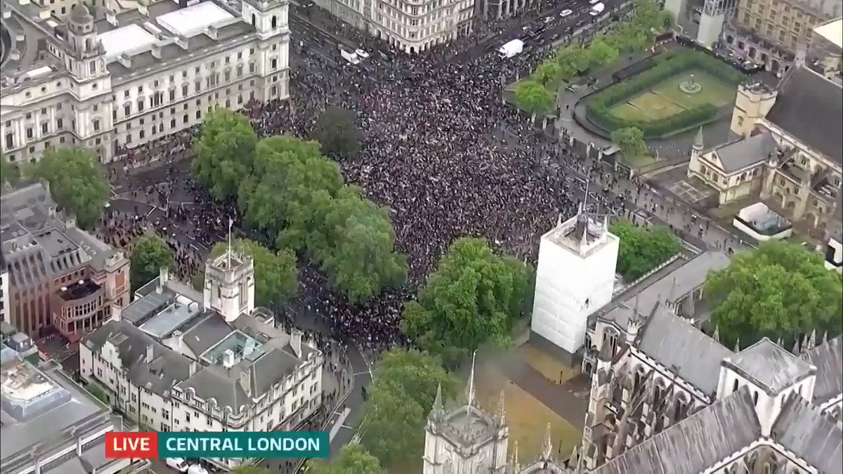 'This is the scene, right now, in central London. Despite the rain, thousands are standing in solidarity with the family of George Floyd' #BlackLivesMatter protests are taking place throughout the UK today More here: itv.com/news/2020-06-0…