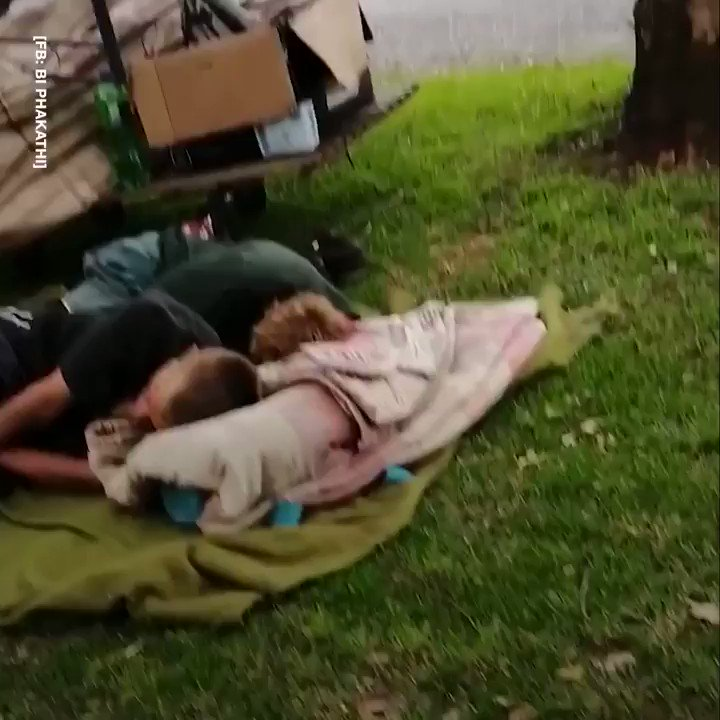 This kind lads gesture for these two homeless brothers is incredible. Heres how he helped them 🙌 🎥: BI Phakathi