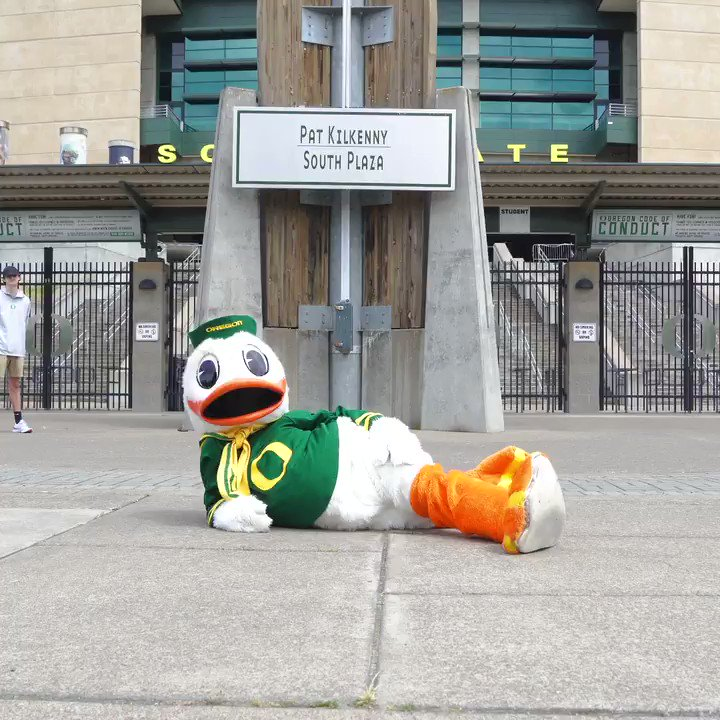 Party time. Happy Birthday, @TheOregonDuck. #GoDucks