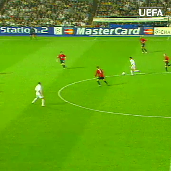 😎 Genius at work!   Zinédine Zidane 🆚 Manchester United, 2002/03 quarter-finals 🤩  @realmadriden | #UCL https://t.co/rALVxrOCBV