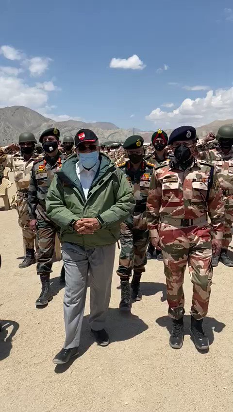 #WATCH: Prime Minister Narendra Modi among soldiers after addressing them in Nimmoo, Ladakh. https://t.co/YMqNs7DIEX