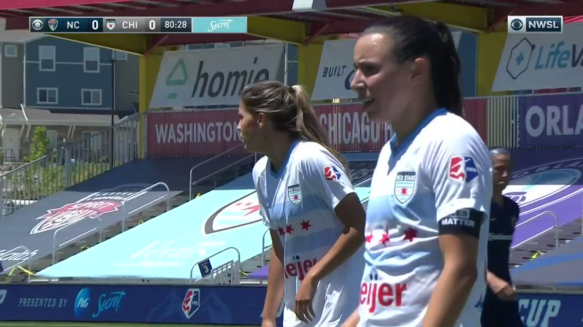 Off the crossbar and in! Abby Erceg puts @TheNCCourage on the board and in the lead 👏 #NWSLChallengeCup https://t.co/joFWPY0yDO