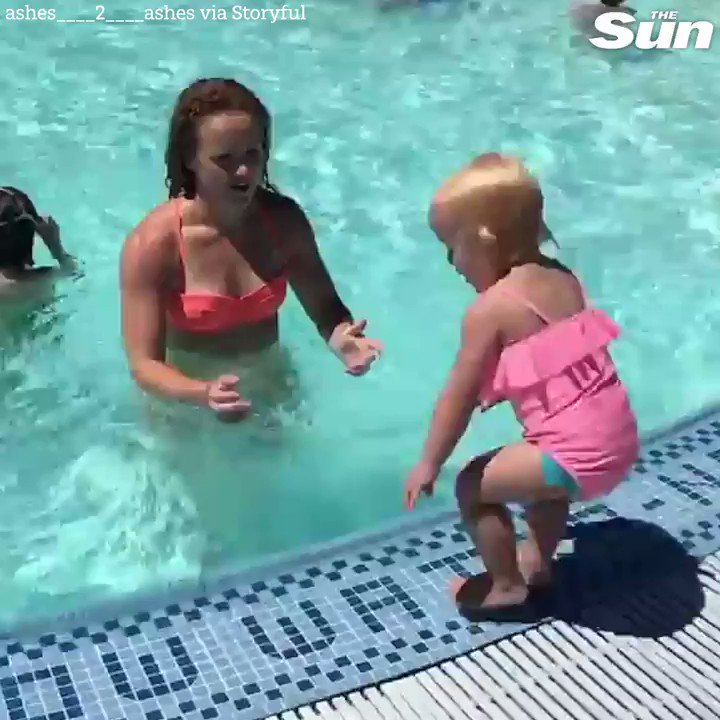 Toddler does an impressive poolside workout with mum 🙌