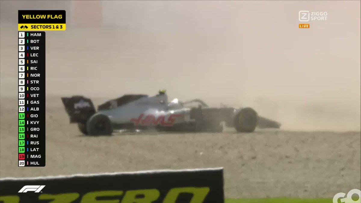 Aiiii, Kevin Magnussen is out! 😖 De Deen eindigt in de grindbak na een incident met Albon: is er een schuldige? 🤔  #ZiggoSportF1 #F1 #BritishGP 🇬🇧 https://t.co/4B4PfmtQ7t