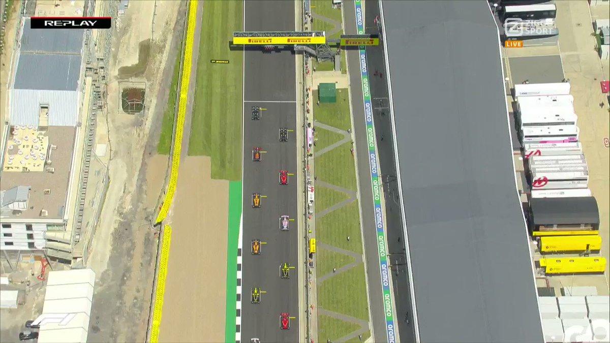 Herhaling van de start 🧐  ⚔ Mooie battle tussen Max Verstappen en Charles Leclerc!  #ZiggoSportF1 #F1 #BritishGP 🇬🇧 https://t.co/GZpPMD3Smt