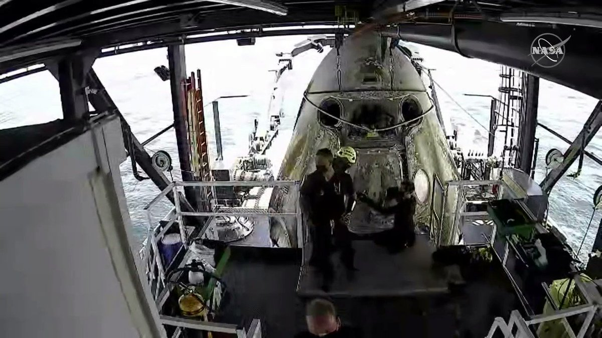 .@SpaceX engineers are doing a purge of vapor fumes around the Dragon Endeavour to ensure the safety of our #LaunchAmerica crew when they open the hatch.
