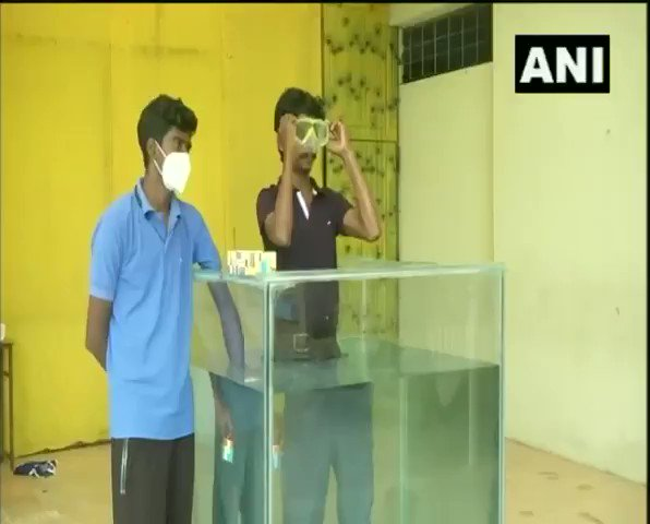 #WATCH Chennai: 25-year old Illayaram Sekarattempts to break theGuinness World Recordof solving most Rubiks cubes underwater in a single breath. Sekar successfully solved 6 Rubiks cubes in 2.17 minutes against the previous record of 5 Rubiks cube solved underwater in 2014