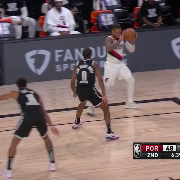 These are layups for Dame 🎯  (via @NBA) https://t.co/ZrQ0hSfwi8