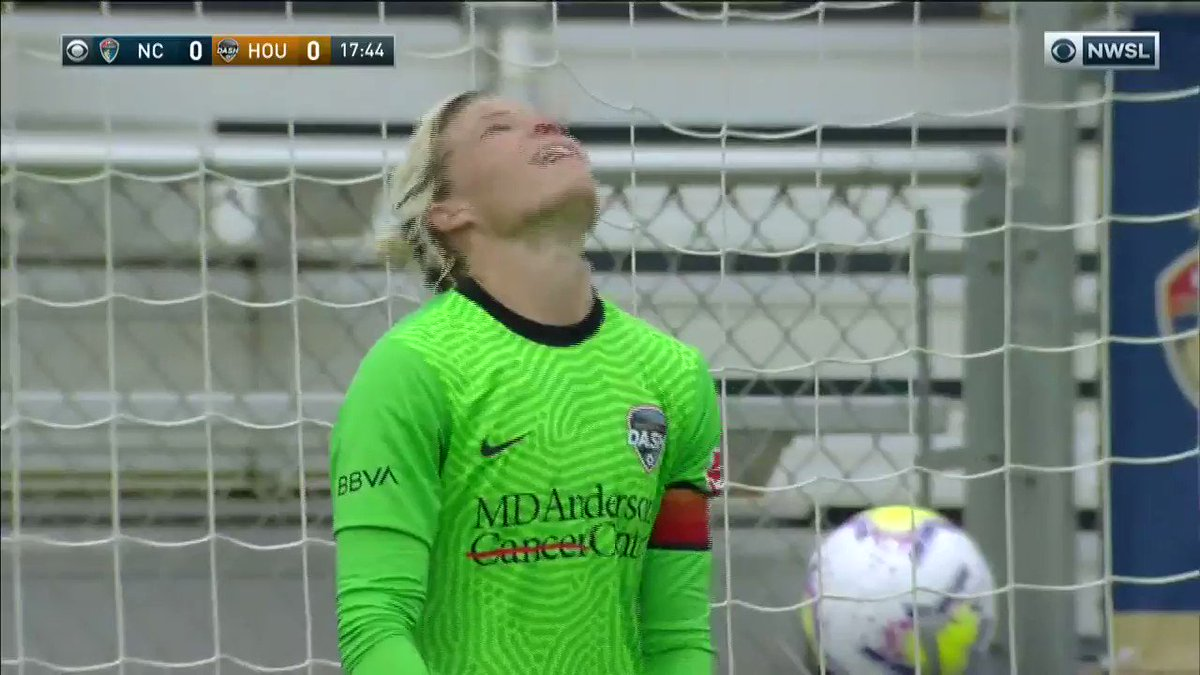 😤 @AbbyDahlkemper with 𝙖𝙪𝙩𝙝𝙤𝙧𝙞𝙩𝙮! 🎥 @NWSL on @CBS