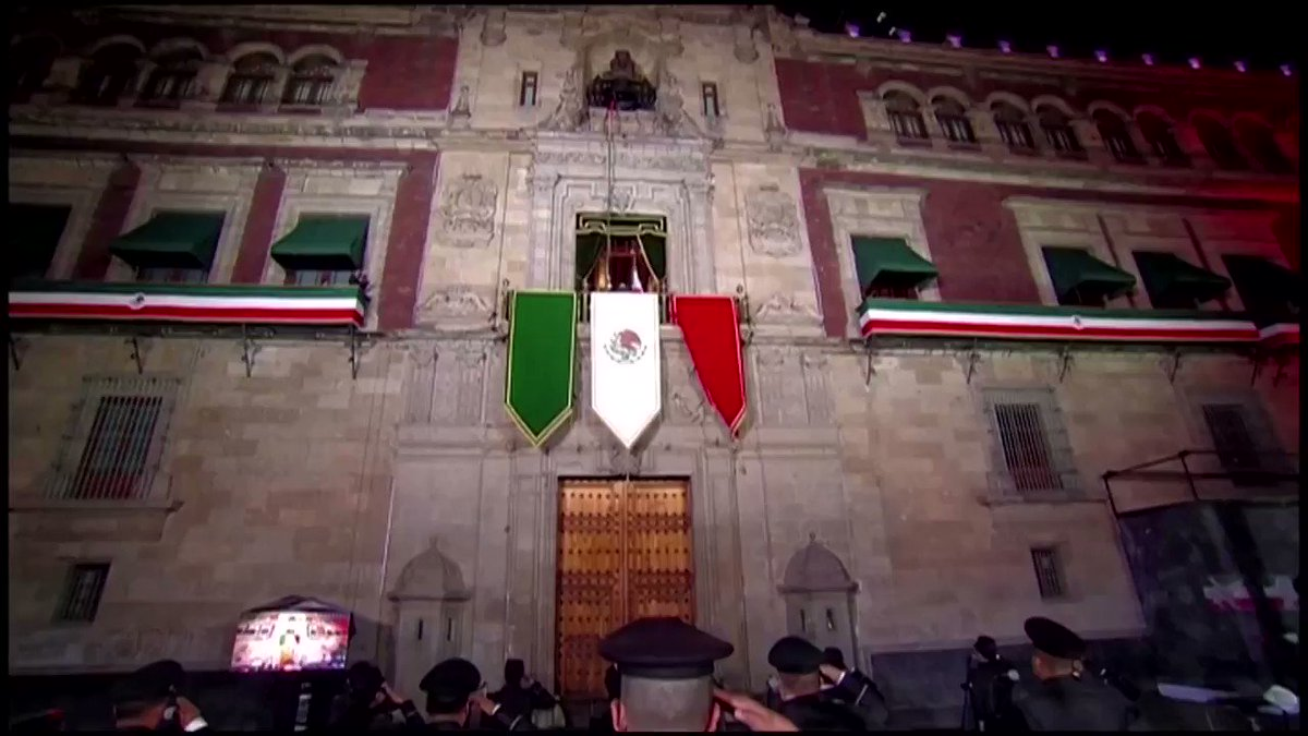 Andres Manuel Lopez Obrador performs the 'Grito' (Cry) from the balcony of his presidential palace in the center of Mexico City to kick off independence day festivities https://t.co/HbCHnCOlvO