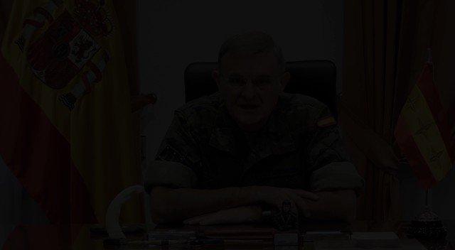 """El Comandante del Mando de Operaciones #MOPS se despide poniendo en valor a todo el personal con el que ha trabajado estos 3 años #24siete por las operaciones en 🇪🇦:""""Seguid poniendo el foco en las operaciones y, por favor, cuidaros mucho"""" @EjercitoTierra @Armada_esp @EjercitoAire https://t.co/ijIdcFq1aC"""