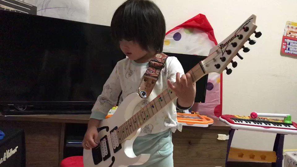 もう4歳3ヶ月か、早いなぁ、エレキギターを毎日一生懸命練習して…って…えぇ~~😱今日、長男に何が起きたのだろうw突如、何かが降ってきたのだろうか😅