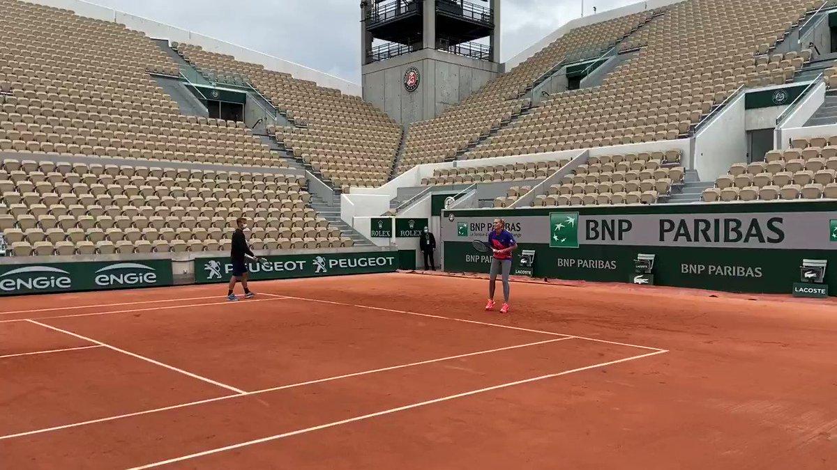 It's ladies on Lenglen with @AngeliqueKerber and @Petra_Kvitova 👀  #RolandGarros https://t.co/bRrssa39zA