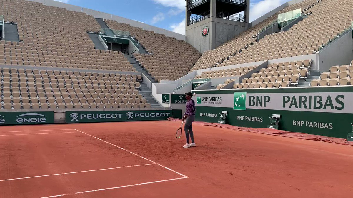 While some things may change, we're glad some things stay the same.  Always a pleasure, @venuseswilliams 👋  #RolandGarros https://t.co/AOhYMct6eh