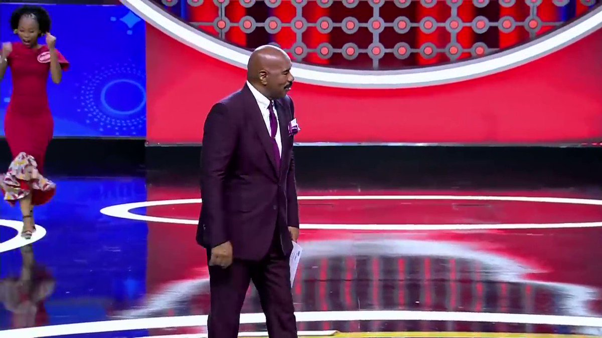 I had to remind Katlego how much she loves her cousin Klaas after his Fast Money Fail 🤦🤦♀️ wait until you see his answers 🤷 💨💰 Family Feud Africa #familyfeudafrica