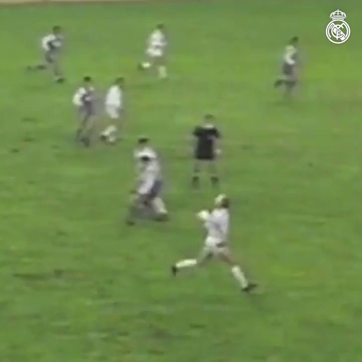 🎩 Martín Vázquez..La classe!  🆚 @realvalladolidE  🗓 1989/90 🏆 @LaLigaFRA  #HalaMadrid   #RealFootball https://t.co/35UKnk4FHK
