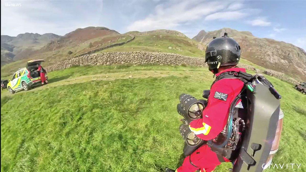 イギリスで29日、救急隊員がジェットスーツで現場に急行する初の試験に成功しました!ジェットスーツの開発者であるリチャード・ブラウニング氏自らが試験を行い、徒歩で25分かかる距離をわずか90秒で移動したそうです。