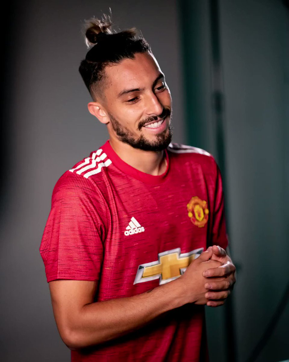 💬 Telles how you feel about our new signing...  #MUFC https://t.co/cYK2VFPKrd