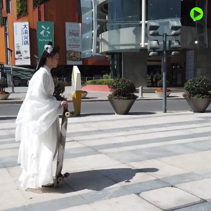 Traditional skateboarding - #Hanfu gear! #China https://t.co/j5UJCZsVz1
