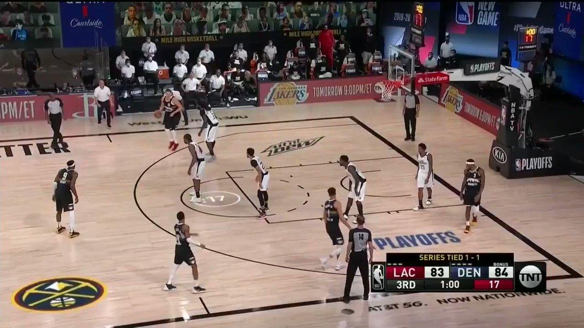 SEM PIEDADE DO ARO! 😤🔨💥  Confira as MELHORES ENTERRADAS dos #NBAPlayoffs com narração em português. Qual foi a mais MORALIZADORA? #WholeNewGame #UmNovoJogo https://t.co/RvQ10MT3JT
