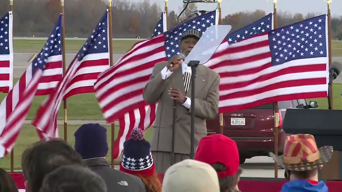 Flint City Council member and life long Democrat Maurice Davis says he is backing @realDonaldTrump . Read More: https://t.co/ehAFeCtNGv https://t.co/r401LTrtK1