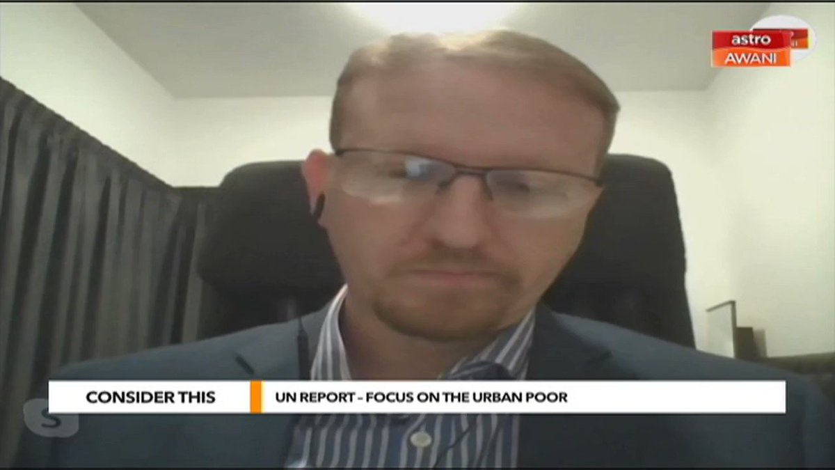 """""""Re-entering the labour market once they've become distanced to it is very, very hard. We need early interventions."""" @SharaadKuttan & @melisa_idris ask Stephen Barrett @sp_innovations1 frm @myUNICEF about youth unemployment among urban poor. #ConsiderThis bit.ly/ConsiderThis20"""