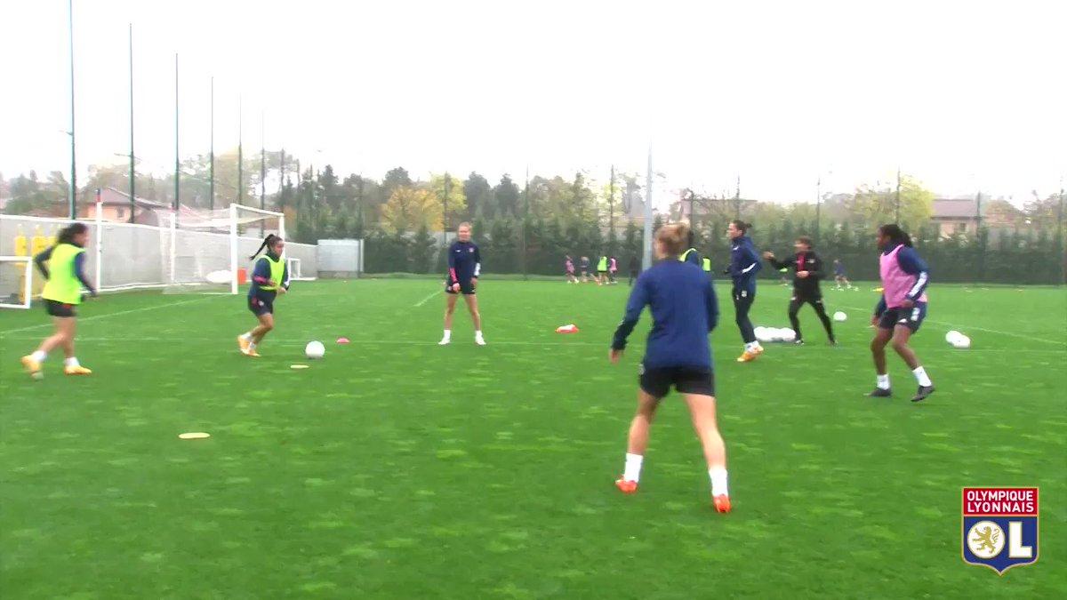 Nos Féminines reprenaient le chemin de l'entraînement ce mardi matin avec au programme : toro puis opposition ! 👊🔴🔵  @AdaStolsmo retrouve le contact avec le ballon ! ⚽
