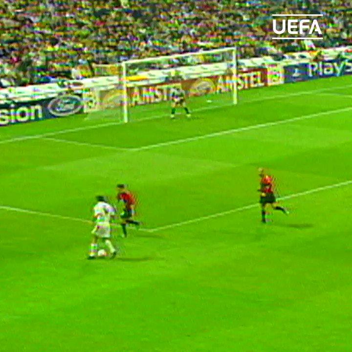 Kumpulan gol ajaib Luís Figo bersama Barcelona dan Real Madrid di #UCL Champions League.. https://t.co/zni2LVTRBQ
