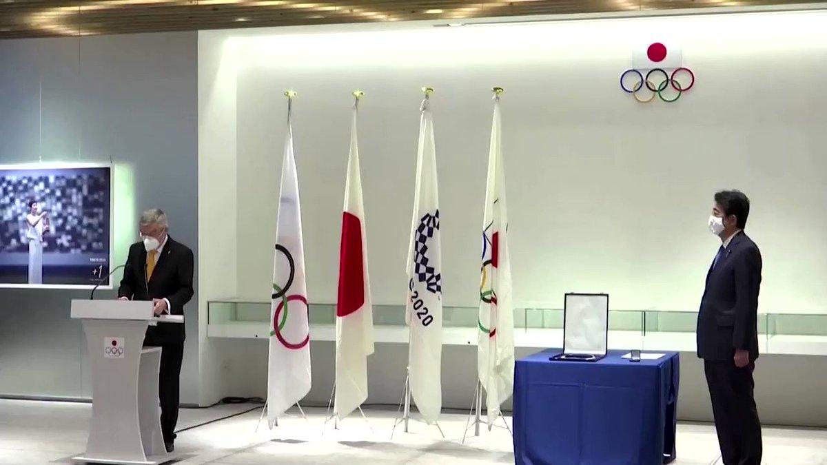 ICYMI: IOC chief Thomas Bach awards former Japanese Prime Minister Shinzo Abe with Olympic Order https://t.co/RWAZ8uHQC7 https://t.co/V4f7lWzQeJ