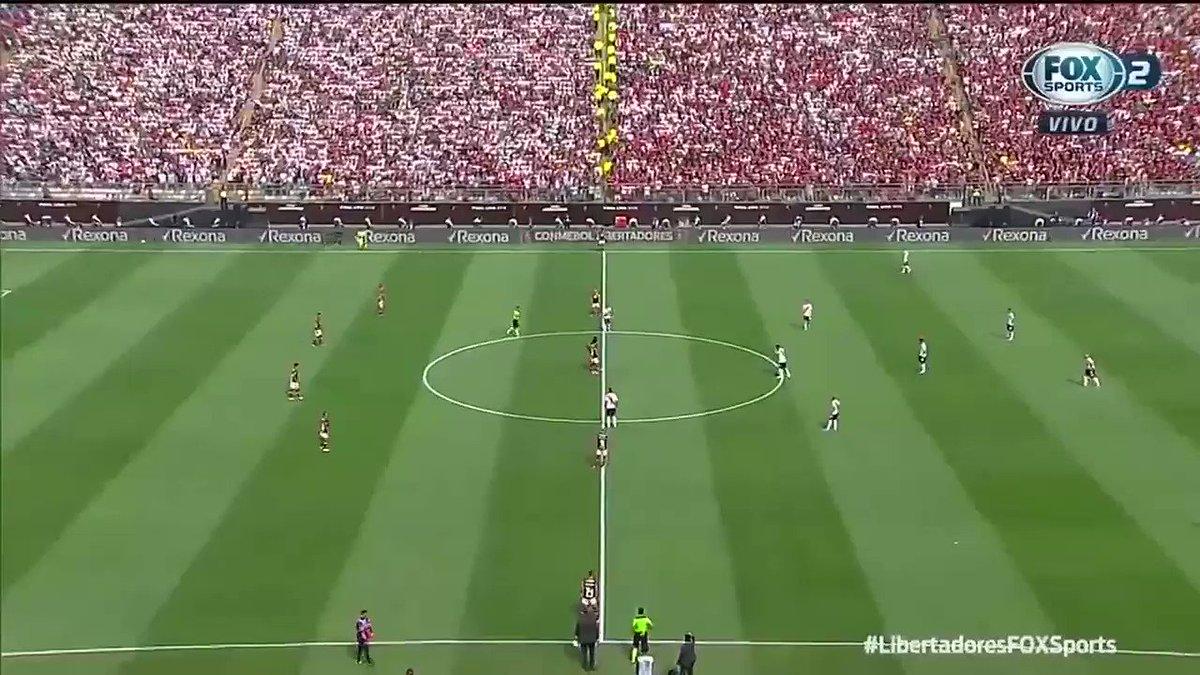 OLHA A VIRADA! GABRIEL! INCRÍVEEEEEEL! Há um ano, a América do Sul era pintada de vermelho e preto após 38 anos! O resto é história. #LibertadoresFOXSports   🎙: @joaoguilherm  Nesta terça, o Flamengo enfrenta o Racing, às 21h30, e você acompanha aqui no FOX Sports.