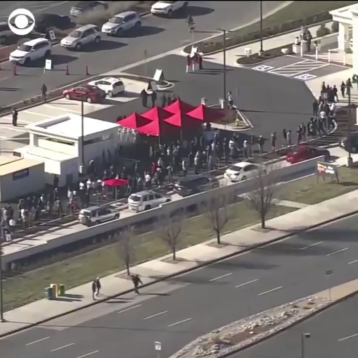 """The grand opening of an In-N-Out Burger in Aurora, Colo., on Friday resulted in fast food pandemonium: local officials estimated a """"12-hour"""" wait time. 🍔 https://t.co/qDtMhsP8u9"""