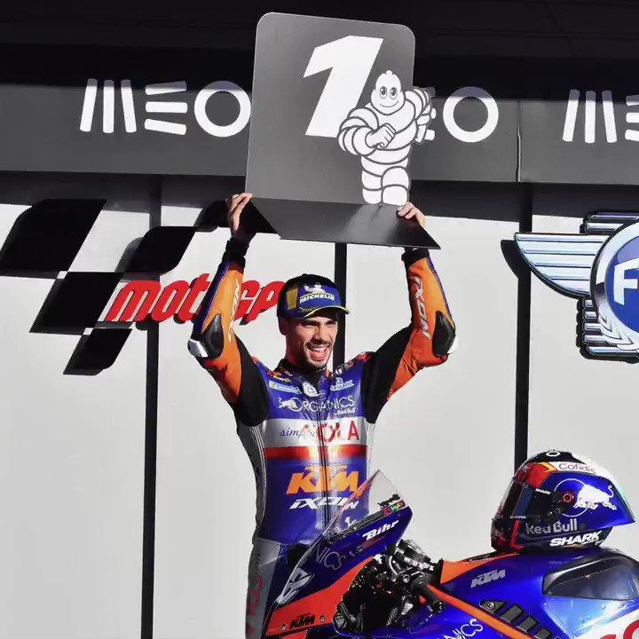 💥 Une saison #MotoGP qui s'achève en beauté ! 🏁 Le pilote @Tech3Racing @_moliveira88 s'est adjugé la pole position et la victoire 🏆 pour sa course à domicile à Portimão 🇵🇹 ! Fantastique ! 👏 #PortugueseGP